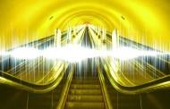 Петербургские власти рекомендуют метрополитену прекратить звуковую рекламу на эскалаторах
