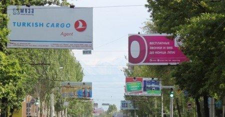 Рекламный бизнес недоволен решением мэрии Бишкека о демонтаже щитов в центре города