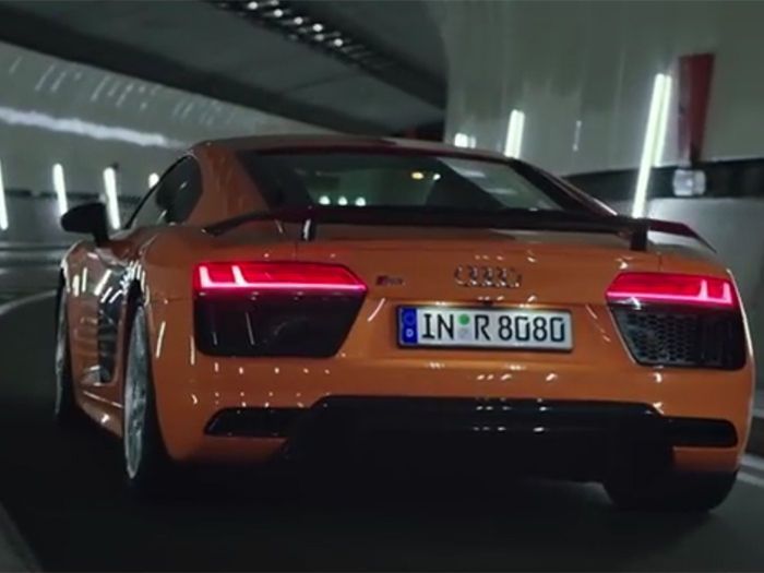 Рекламу Audi R8 сГЛАЗили