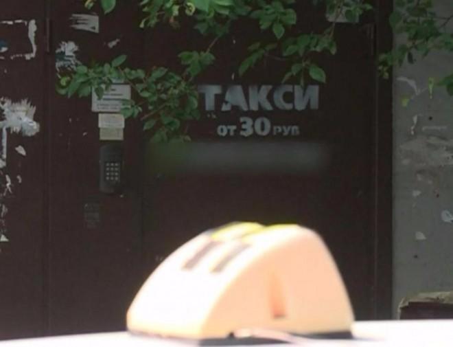 Распространителя незаконной рекламы «Такси от 30 рублей» поймали за работой