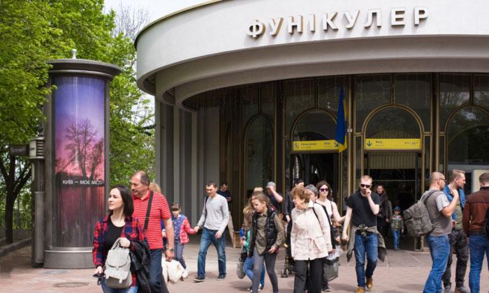 В Киеве появляются современные элементы благоустройства