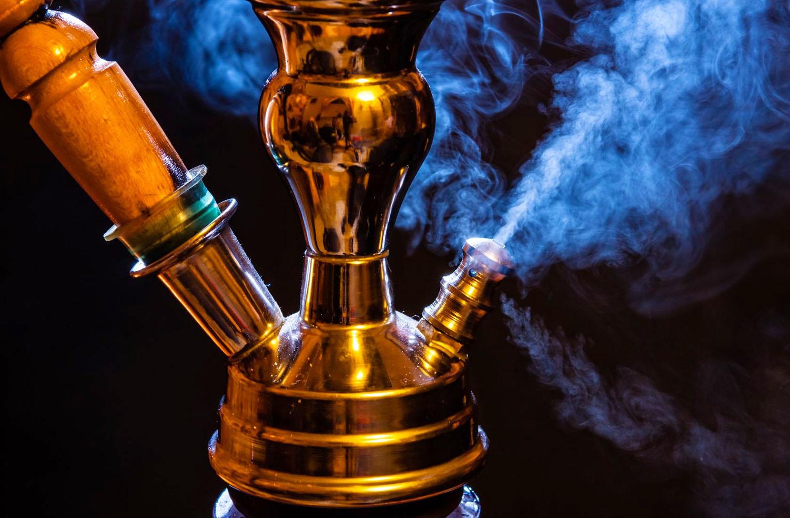 Табачные изделия продавать пока можно, а вот рекламировать нельзя