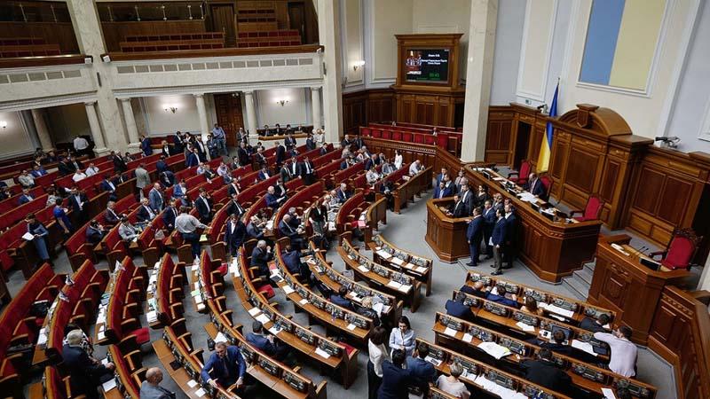 Депутат предлагает активнее бороться с дискриминационной рекламой
