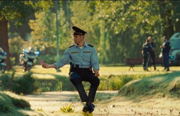 С Ригой знакомит… полицейский