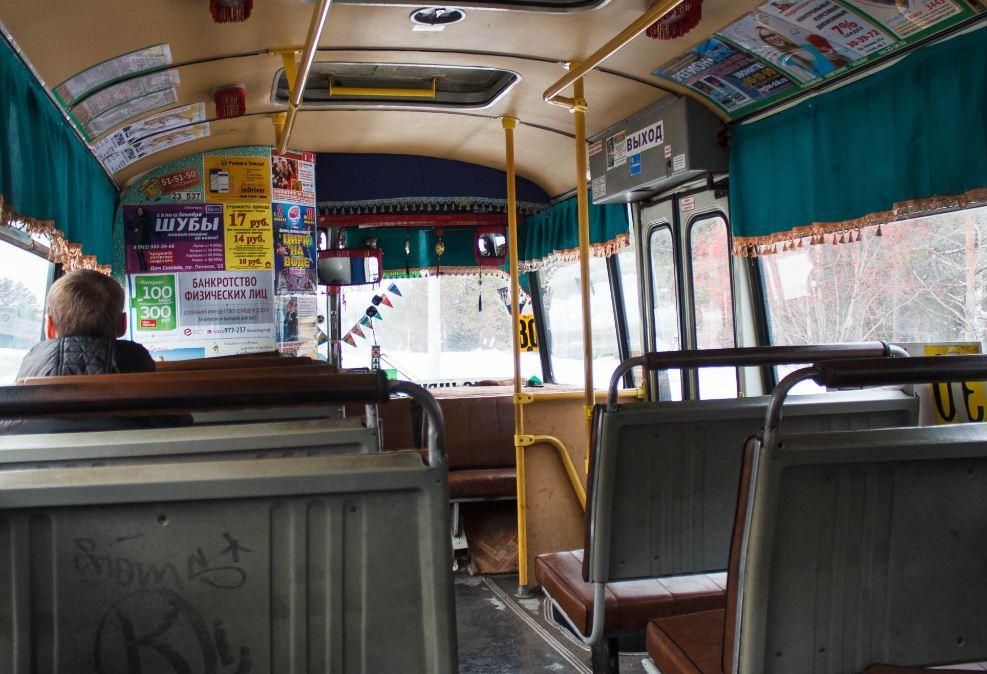 Антимонопольное ведомство: даже если ненадлежащую рекламу в салоне автобуса разместили неизвестные посторонние лица, отвечать всё равно владельцу