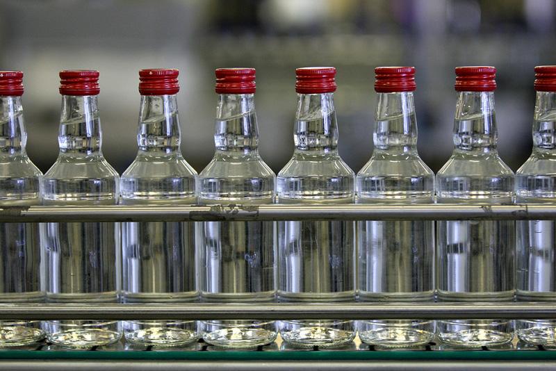 Спиртовой и ликёро-водочной заводы устроили спор за обозначение «100 лет Чебоксарская водка»