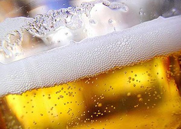 Реклама алкоголя не только нарушает закон, но ещё порой и обманывает