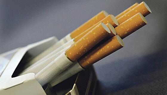 Две трети украинцев – за запрет рекламы сигарет в магазинах