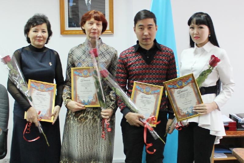Павлодарцев наградили за обнаруженные ошибки на вывесках