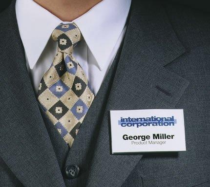 Хочешь носить в аэропорту бейдж с названием компании – плати!