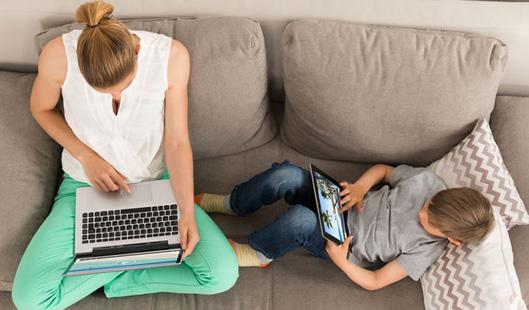 Для семейного просмотра предпочтительнее мультфильмы, видео блогеров и развивающие ролики