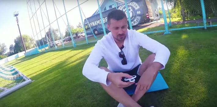 Футболист Милевский «забил» на мяч и снялся в рекламе спиннеров