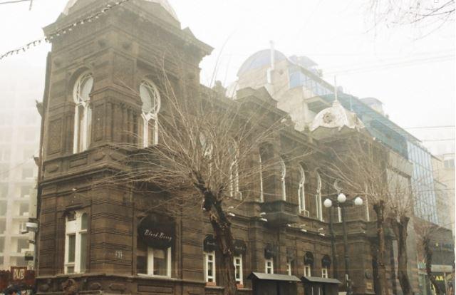 У исторических зданий Еревана появились паспорта. Рекламные