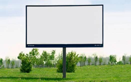За рекламные щиты вдоль трассы «Нарва» велась ожесточённая борьба