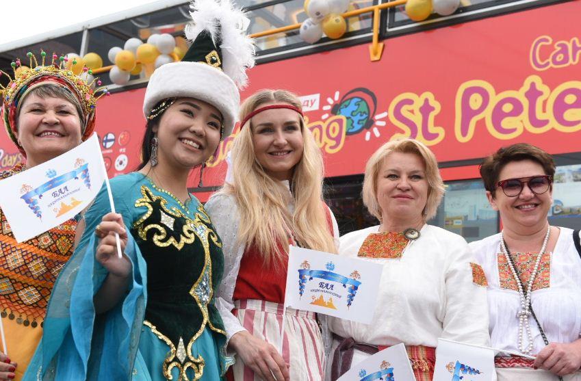 В день города пройдет Санкт-Петербургский Бал Национальностей