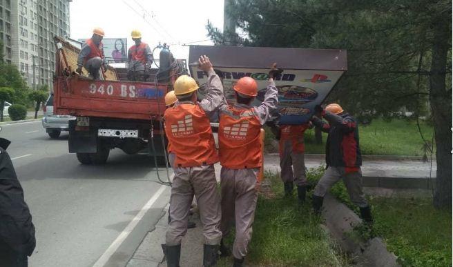В Бишкеке демонтируют незаконную «наружку»