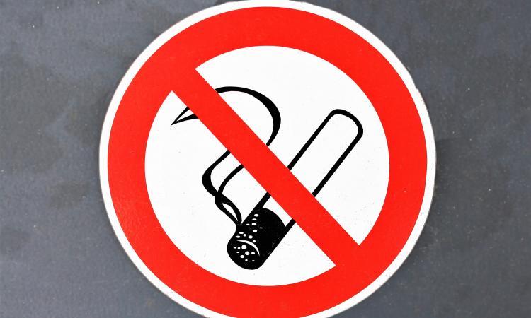 Продавцов табачных изделий послали за 100 метров