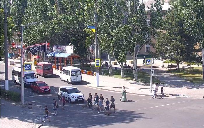 В ожидании автобуса мелитопольцы послушают музыку и рекламу