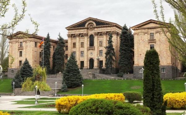 В первом чтении армянские депутаты высказались за возвращение рекламы на Общественное ТВ